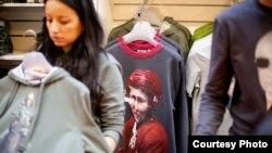 У цэнтральнай краме Масквы стартаваў продаж новай калекцыі адзеньня, прысьвечанай Пуціну (фота з ЖЖ martin.livejournal.com)