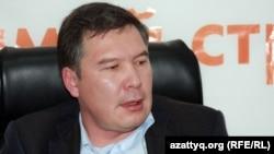 Председатель партии «Руханият» Серикжан Мамбеталин. Алматинское бюро Радио Азаттык, 19 октября 2011 года.