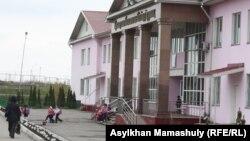 Алматы облысы, Талғар ауданындағы мектептердің бірі. 3 сәуір 2013 жыл. (Көрнекі сурет)