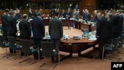 Vanredni samit lidera EU u Briselu, minutom ćutanja odata pošta utopljenim migrantima, 23. april 2015.