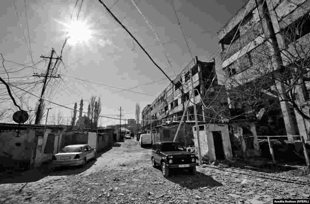 Sakinlər deyir ki, 20 ildən çoxdur ki, bu binadakı durumla maraqlanan yoxdur.