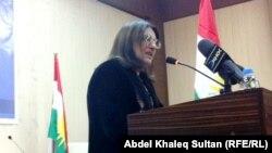 الشاعرة السورية ديا جوان تقرأ قصيدة في أمسية بدهوك