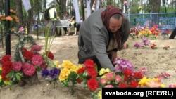 На могілках у вёсцы Кірава