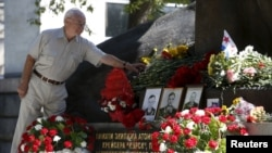 Памятник морякам АПЛ «Курск» в городе Курске.