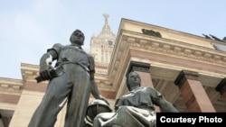 Первым шагом на пути решения конфликта между студентами и администрацией соцфака МГУ было создание комиссии, которая более месяца разбиралась в ситуации, сложившейся на факультете