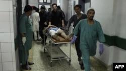 یک ملکی افغان که زخمی شده است.