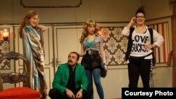 """Сцени од претставата """"Ах, љубов моја...турска приказна"""" на Коле Ангеловски во Театар комедија."""