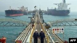 ناقلات نفطية في ميناء البصرة
