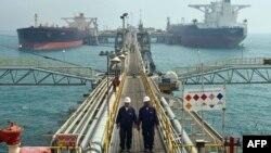 ناقلات نفط في ميناء البصرة