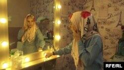 Мерьем Региль в своем салоне красоты