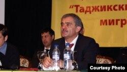 Ҳаракат раҳбари Каромат Шарипов .