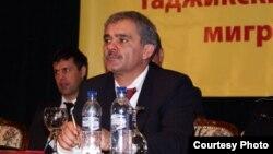 Известный защитник прав таджикских мигрантов в России Каромат Шарипов.