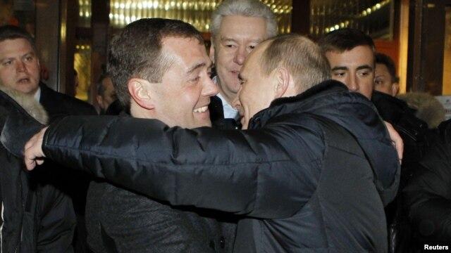 Дмитрий Медведев, Сергей Собянин и Владимир Путин. 4 марта 2012 г.