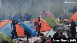 Migranti planiraju da i četvrtu noć provedu u blizini Graničnog prelaza Maljevac, nedaleko od hrvatske granice