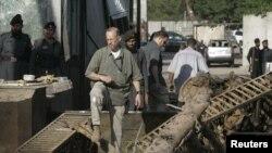 درب کنسولگری آمریکا پس از حمله انتحاری.