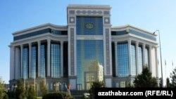 Türkmenistanyň Döwlet daşary ykdysady iş bankynyň binasy