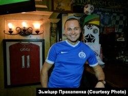 Дынамаўская атрыбутыка ў футбольным бары Нью-Ёрку