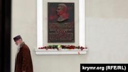 Мемориальная доска, посвященная Иосифу Сталину. Симферополь, март 2016 года