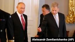 Раиси ҷумҳури Русия Владимир Путин бо президенти Финландия Саулӣ Ниинистё