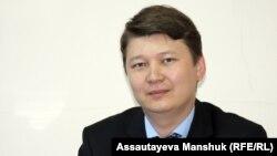 Судья межрайонного ювенального суда города Алматы Ернар Касымбек. Алматы, 24 мая 2013 года.