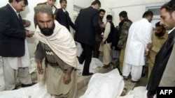 Pakistan -- Quetta courthouse bombing 17feb2007; victims at morgue
