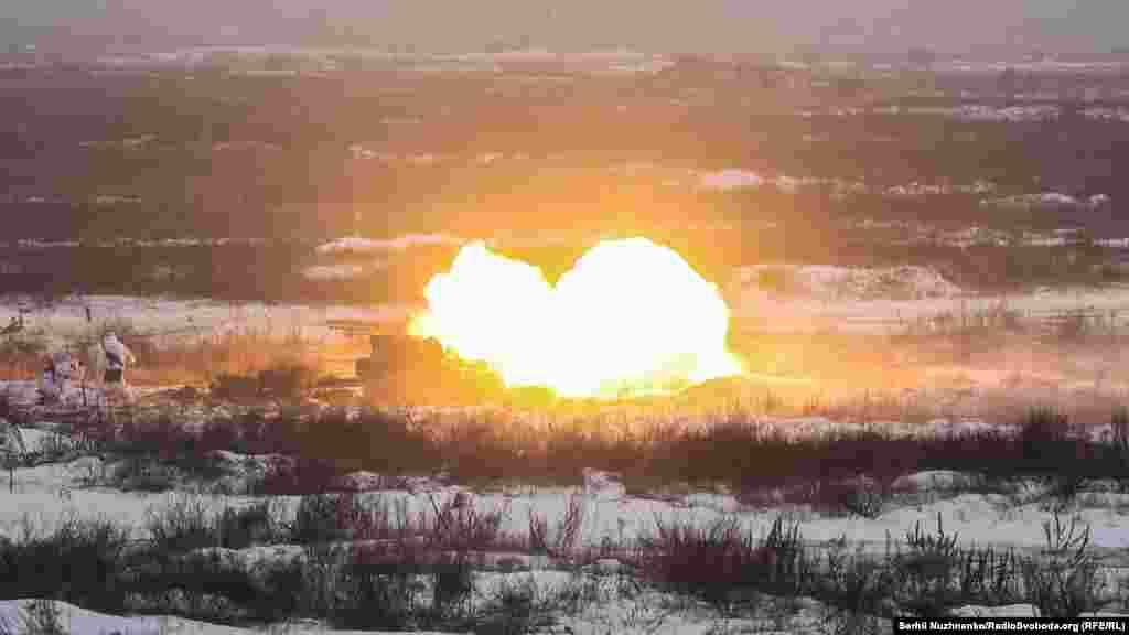 Під час навчань імітуються умови, наближені до реальних бойових дій. Відпрацьовуються питання знищення противника у різних видах бою із залученням підрозділів Повітряних військ, авіації та підрозділів оперативного забезпечення