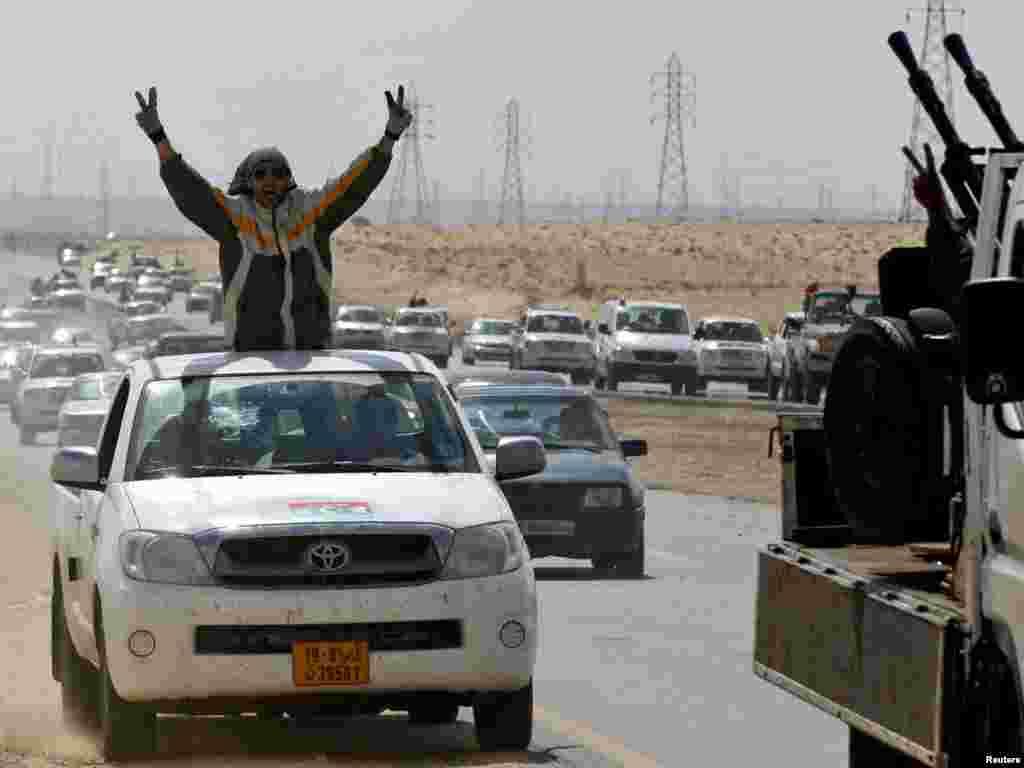 Slavlje na putu do Bengazija, 21.03.2011. Foto: Reuters / Goran Tomašević