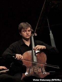 Violoncelistul Andrei Ioniță