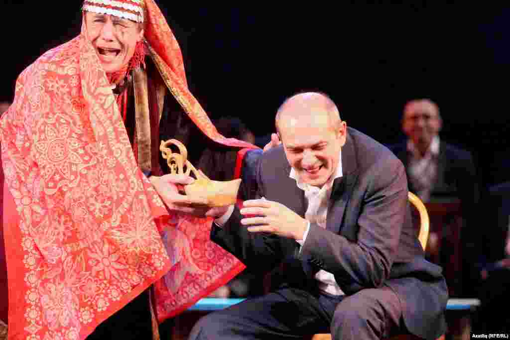 Гафури театрыннан Алмас Әмиров белән Камал режиссеры Фәрит Бикчәнтәев