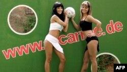 У Штеффи и Николь было много работы во время Кубка мира по футболу в Германии. Теперь обвинения в продажности бросают руководству ФИФА
