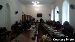 Первым в ходе сегодняшнего заседания был обсужден и принят в первом чтении проект конституционного закона о поправке к Конституции Абхазии «О количественном составе Народного собрания – парламента Республики Абхазия»
