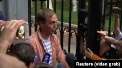 Журналист Иван Голунов выходит на свободу.
