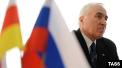 Похоже, ошибались те, кто уверял, что Москва после фиаско 2011 года не будет демонстрировать явных предпочтений, оставаясь над схваткой