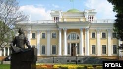 Палац Румянцава ў Гомелі арганізатараў турызму невыручае.