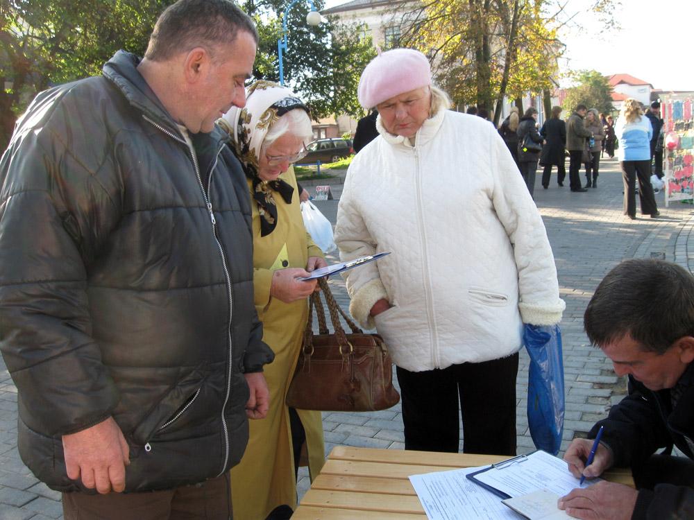 Акрамя Аляксандра Лукашэнкі, толькі адзін кандыдат удзельнічаў у «афіцыйных» прэзыдэнцкіх выбарах больш, чым аднойчы. Хто гэта?