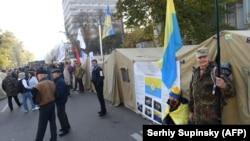 Tendat e protestuesve afër parlamentit ukrainas.