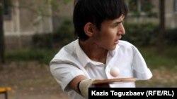 Тенниcші Азамат Оразбек. Алматы, 24 қыркүйек 2011 жыл.