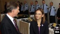 министерката за внатрешни работи Гордана Јанкулоска и амбасадорот на САД во Македонија Пол Волерс