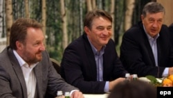 Bakir Izetbegovic, Zeljko Komsic, and Nebojsa Radmanovic (left to right) at an informal trilateral meeting with the Serbian and Croatian presidents on February 3