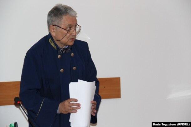 Судья Алмалинского районного суда Нариман Бегалиев после оглашения приговора в отношении Таира Калдыбаева и Гузяль Байдалиновой. Алматы, 23 мая 2016 года.