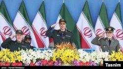 محمد باقری (وسط) رئیس ستادکل نیروهای مسلح جمهوری اسلامی است