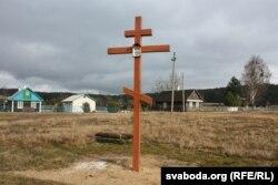 На крыжы, самавольна ўсталяваным каля вёскі Колбавічы надпісаў няма, толькі абраз