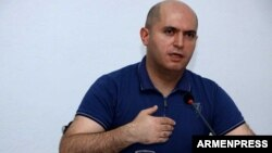 Armenia - Armen Ashotian, chairman of the parliament committee on foreign relations, speaks in Yerevan, 22Jul2017.