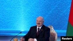 Беларусь президенті Александр Лукашенко баспасөз мәслихатында отыр. 1 наурыз 2019 жыл.