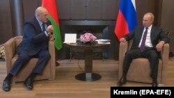 Лукашенко та Путін під час зустрічі у Сочі минулого місяця