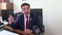 Депутат: Қазақ тілінде келген заңдарды түсінбейсің