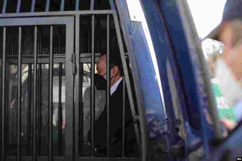 МАКЕДОНИЈА - Три здруженија - Хелсиншкиот комитет за човекови права, Коалицијата Сите за правично судење и Фондацијата Отворено општество Македонија - бараат темелна и брза истрага за институционалните пропусти околу недостапноста на органите за прогон на поранешниот директор на Управата за безбедност и контраразузнавање, Сашо Мијалков.