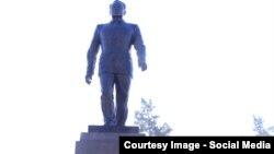 Памятник Нурсултану Назарбаеву, президенту Казахстана, установленный в Талдыкоргане. 30 ноября 2016 года.