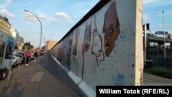 Fragmente din Zidul de la Berlin