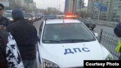 Екатеринбург, 14 апреля 2010 года. Милицейская машина - участница ДТП.
